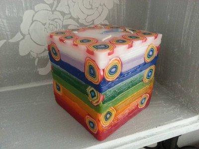 Candela cubo arcobaleno