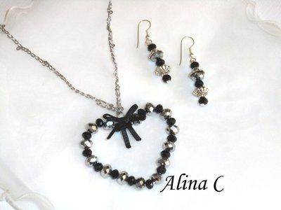 Orecchini a monachella e ciondolo a cuore San Valentino con perle in vetro sfaccettato in tre varianti di colore.