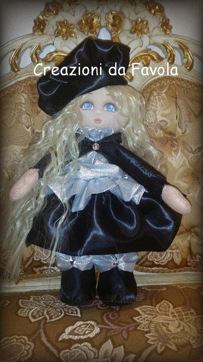 Bambola in raso Libera