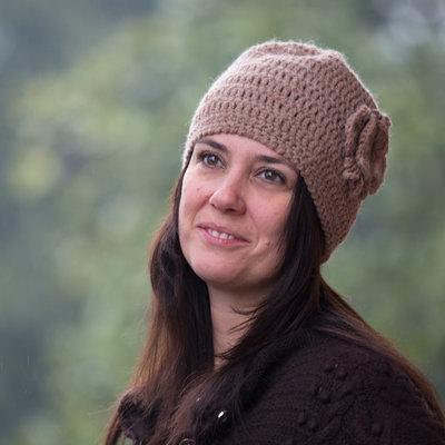 Cappello cloche lana alpaca rosa cammello all'uncinetto