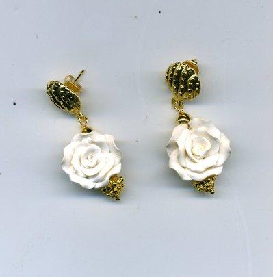 Orecchini con rosellina bianca