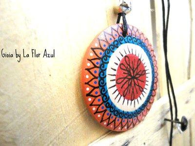 Collana Con Ciondolo in Legno Dipinto a Mano Gioia