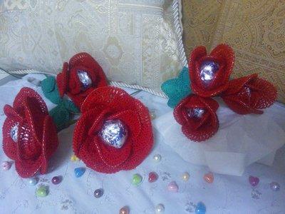 Rosa o 3 boccini di rosa ad uncinetto per San Valentino