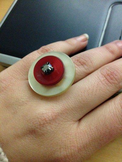 anello bottoni bianco e rosso