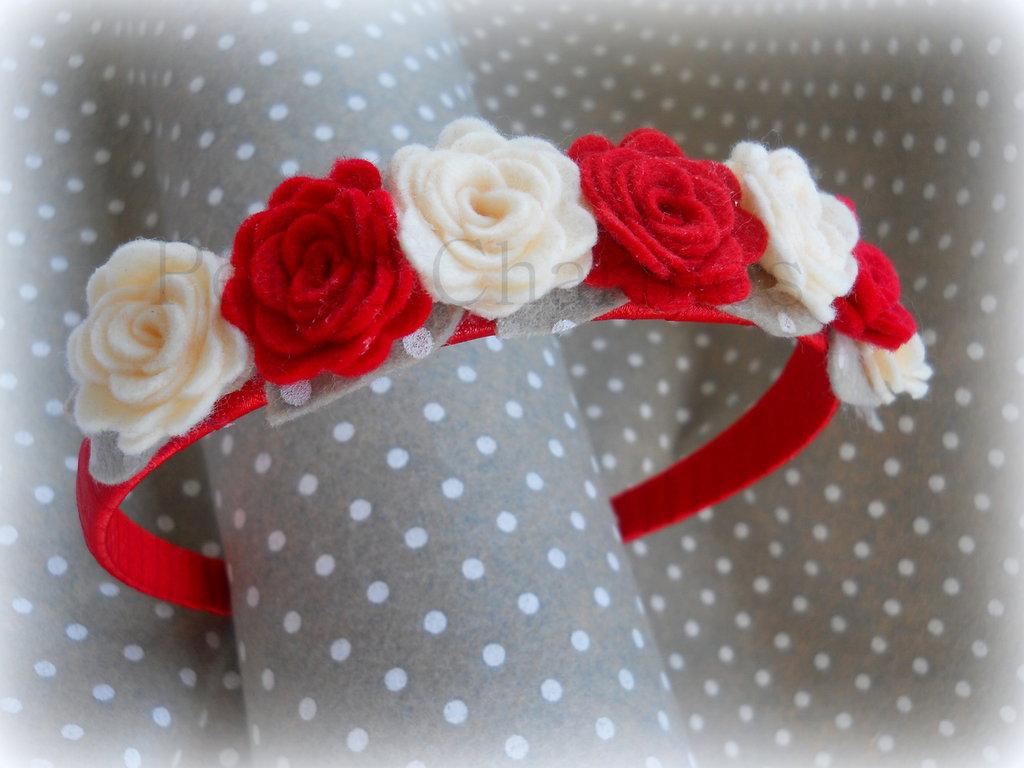 Cerchietto rosso con rose rosse e panna fatto a mano