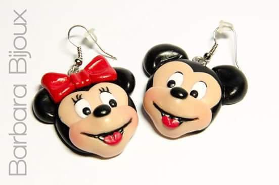 Orecchini con Minnie e Topolino realizzati a mano in pasta polimerica ( fimo )