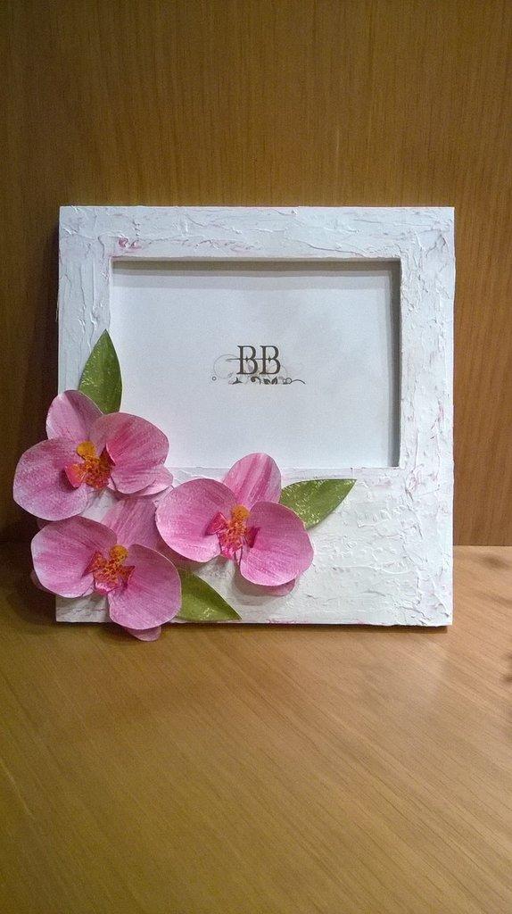 Cornice porta foto con orchidee di carta. Idea regalo.