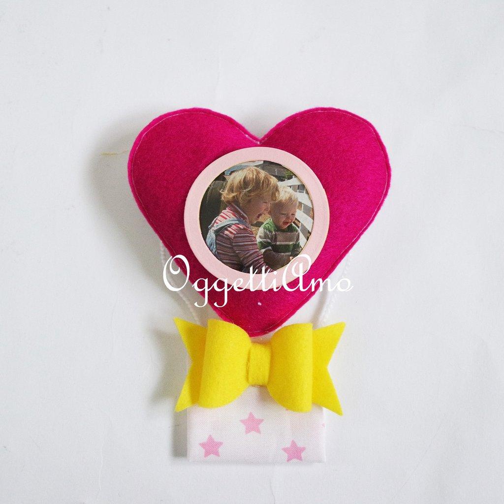Bomboniere in feltro fatte a mano: colorate mongolfiere calamitate come cornice per la foto della tua bambina