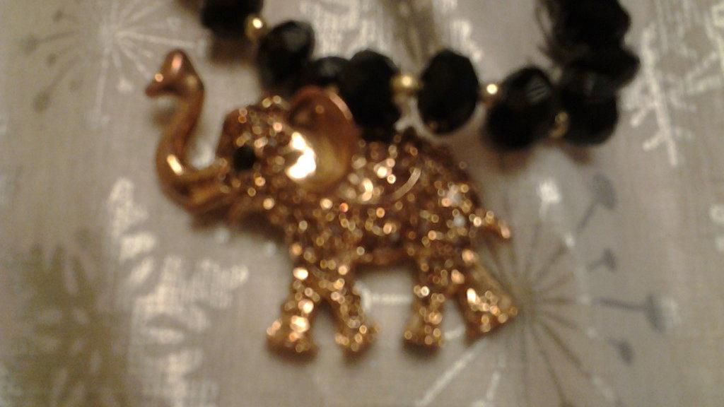 bracciale nero in Onice con pendente Elefante con strass
