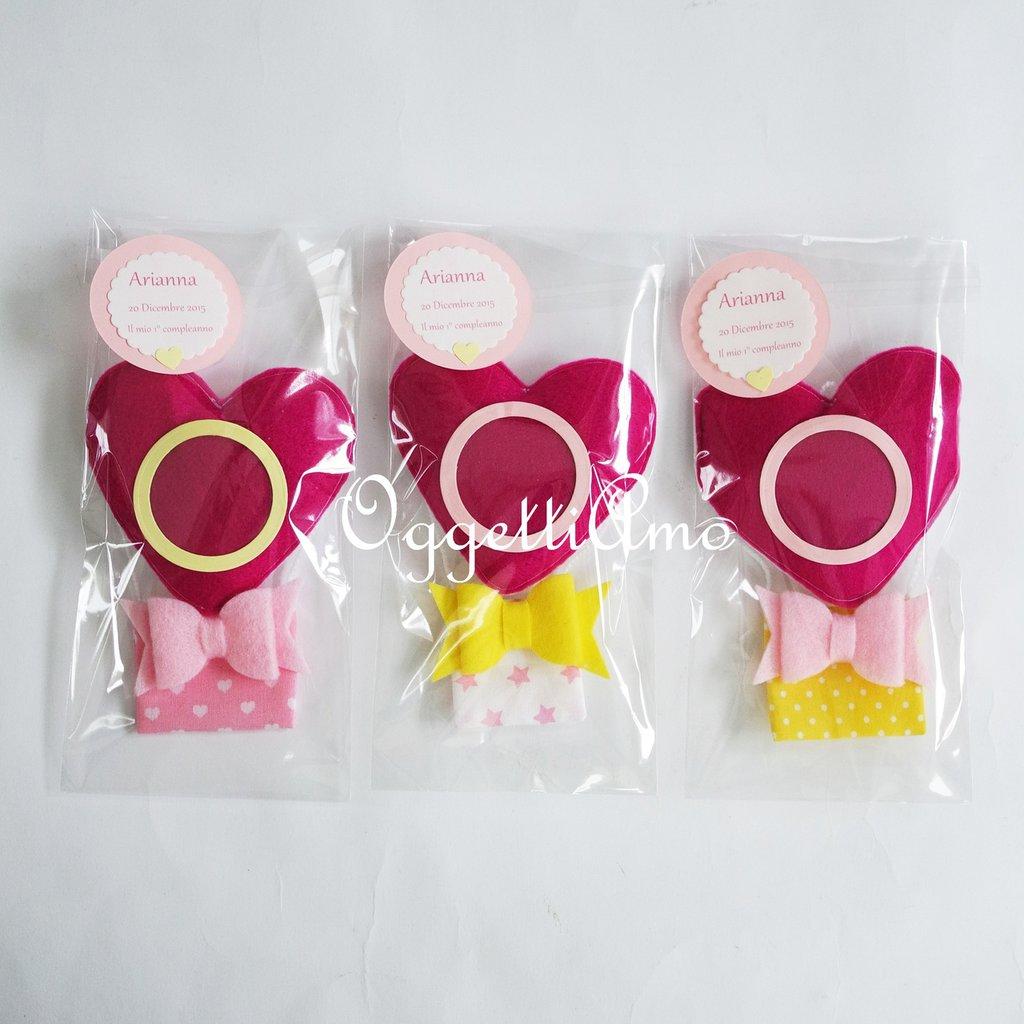 Set di 30 diverse mongolfiere a cuore con cornice e calamita per le bomboniere della vostra bambina