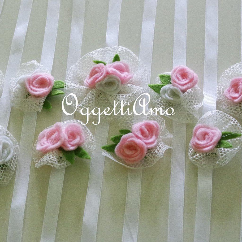 Coccarde di tulle e fiori in feltro come segnaposto o per bomboniere delicatamente eleganti ed originali!