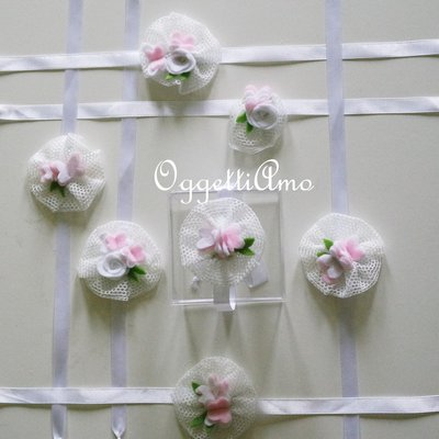 Coccarde di tulle con farfalle e fiori in feltro come segnaposto o per bomboniere delicatamente eleganti ed originali!