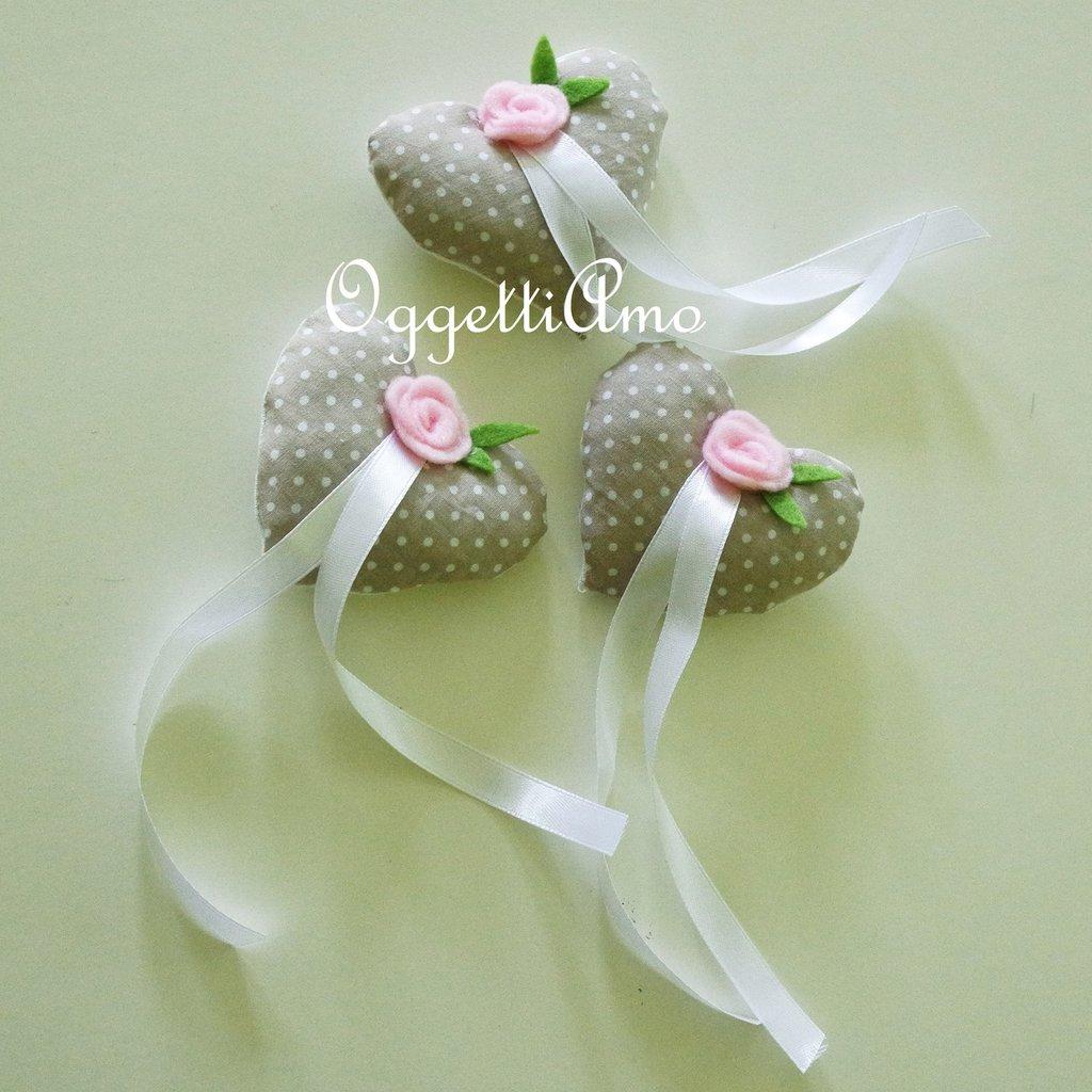 Cuori in stoffa fatti a mano per bomboniera: delicate ed eleganti calamite dal sapore shabby per ricordare il vostro evento!
