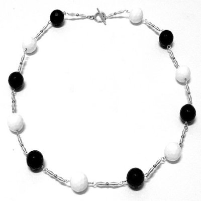 Collana bianco / nero in pietre dure