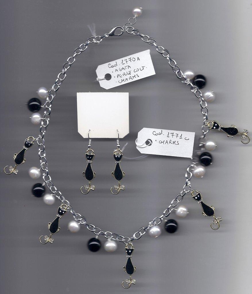 Completo charms gatti, agata nera e perle coltivate.