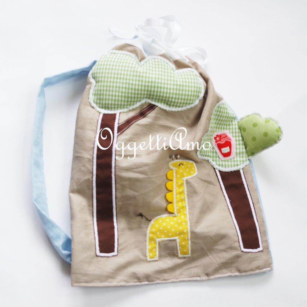 Zainetto scuola ricamato a mano: una giraffa golosa per la sacca per il tempo libero!