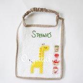 Bavaglio in morbida spugna ricamato: un accessorio fatto a mano e personalizzabile per il tuo bambino!