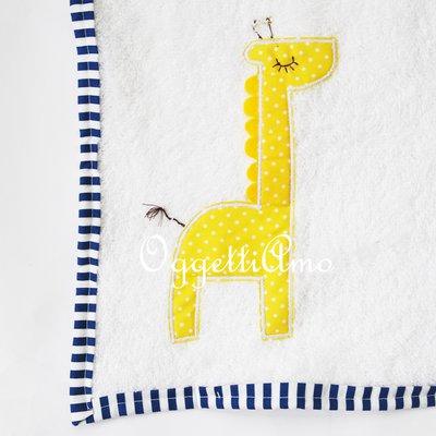 Asciugamani in morbida spugna per il tuo bambino: un asciugamano ricamato a mano per la scuola ed il tempo libero!