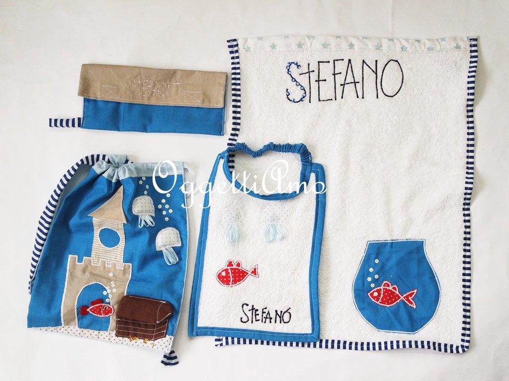 Coordinato scuola 'Fondale marino': uno zainetto, un asciugamano, un bavaglio e un sacchetto portabavaglio personalizzati per il tuo bambino!