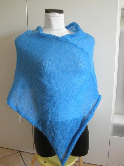 Poncho azzurro di mohair,leggerissimo,accessori donna,maglieria