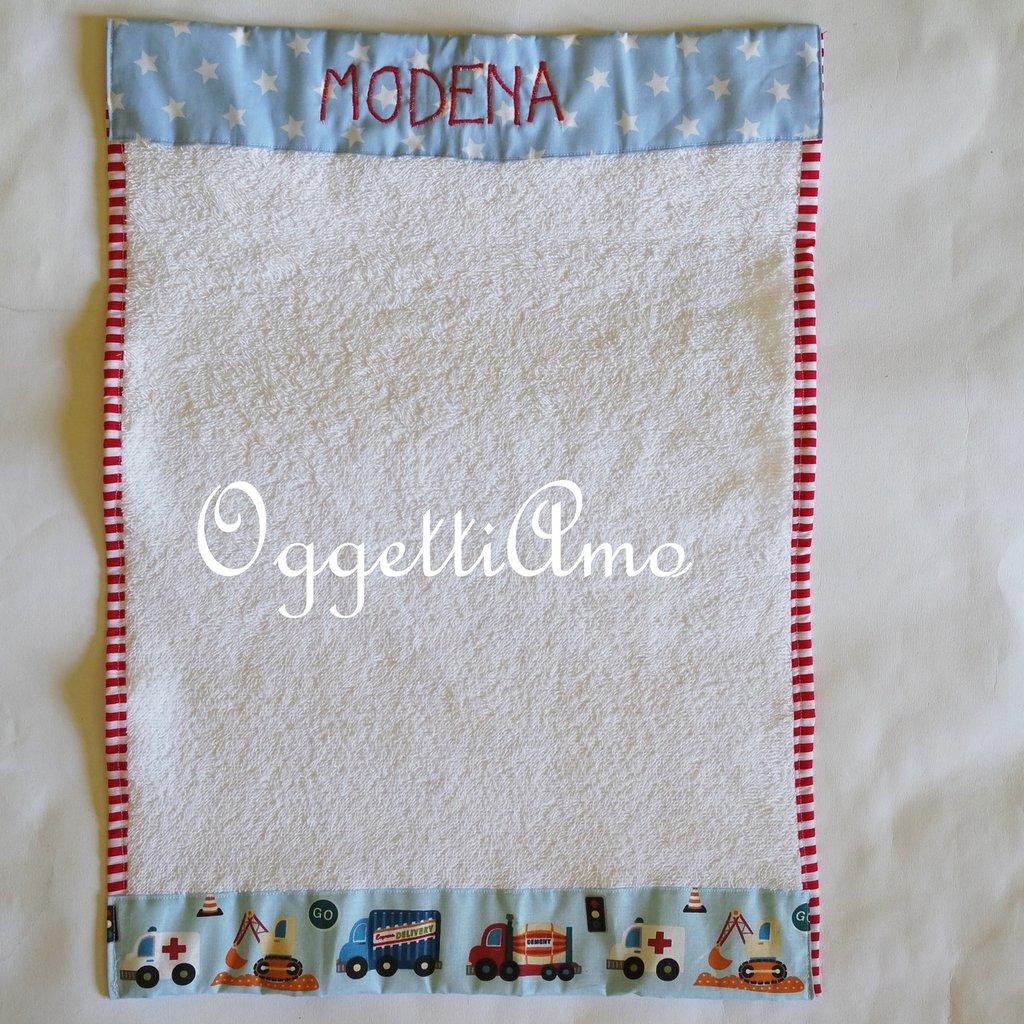 Asciugamani 'Veicoli': un asciugamano con ruspe, trattori, automobili, aerei ed altri veicoli per il tuo bambino