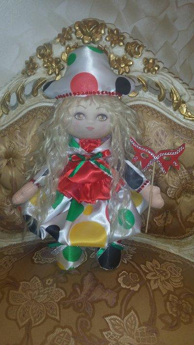 Bambolina in feltro di carnevale