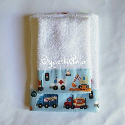Set di 2 asciugamani dal coordinato veicoli: asciugamano in morbida spugna per il tuo bambino.