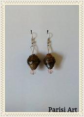 Orecchini pendenti fatti a mano con misto carta e perle