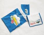 Coordinato scuola 'Aeroplano tra le nuvole': un bavaglio, un sacchetto per bavagli ed una sacca per accompagnare il vostro bambino a scuola.