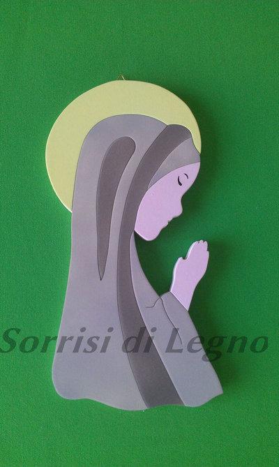Madonnina realizzata in legno sulle tonalità del marrone