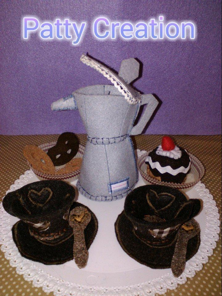 È l 'ora di caffè e dolcetti...