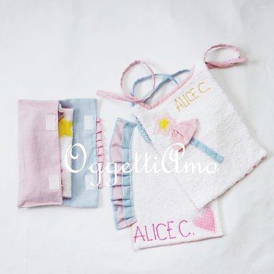 Set di 3 bavagli ed un sacchetto portabavagli 'Principessa': morbidi bavaglini ricamati con gale, scettri e corone per la tua bambina