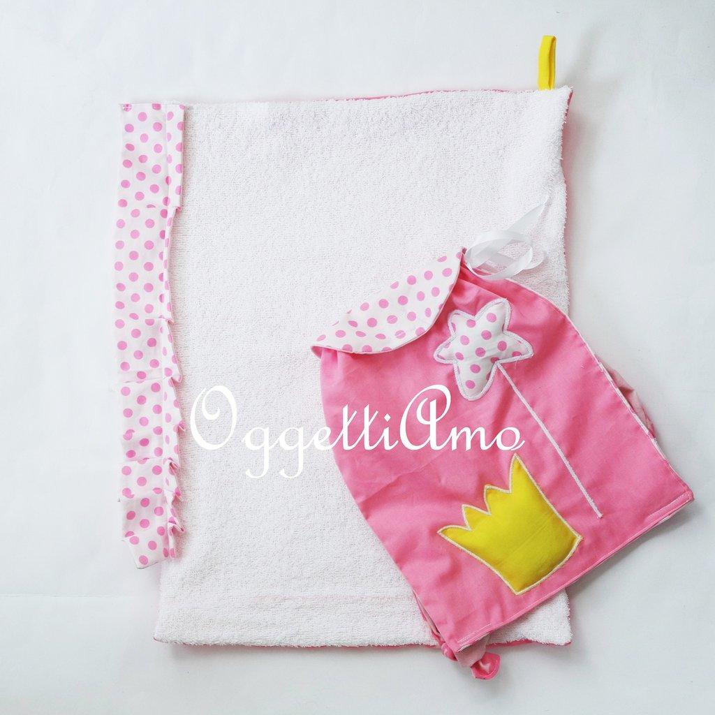 Zainetto e asciugamano 'Principesse': un morbido asciugamano con gale, ed uno zaino con scettri e corone per la tua bambina
