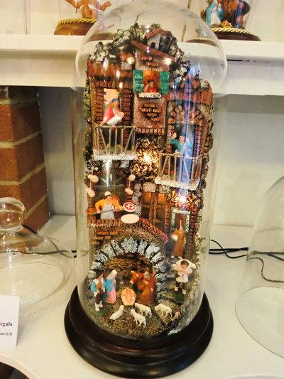 Presepe in campana di vetro 15x33 con statuine in terracotta e luci !!!