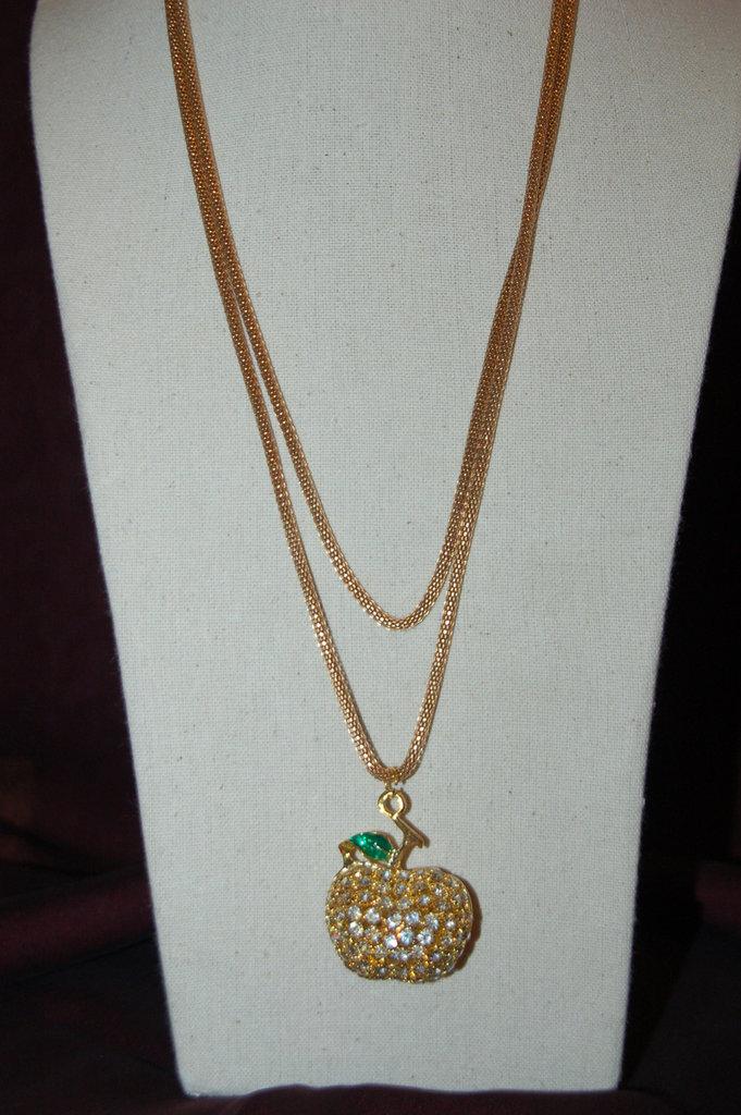 collana in tubolare metallico color oro
