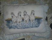 Ricamo artistico Cavalli bianchi