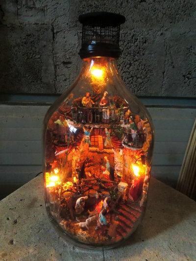 """Presepe in damigiana da 5 litri """"SENZA TAGLIARE"""" con statuine in terracotta e luci !!!!"""