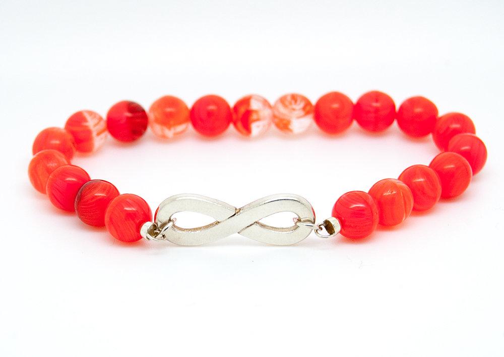 Bracciale con simbolo dell'infinito in puro argento con perline in vetro rosso corallo