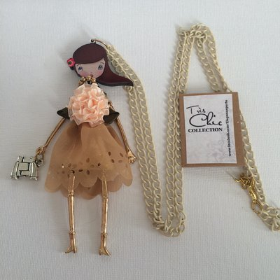 Collana lunga con bambolina