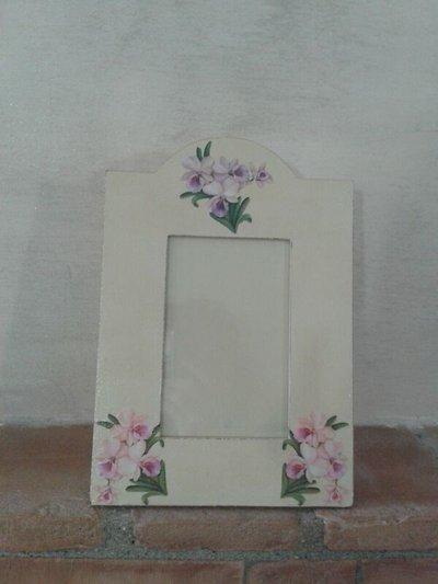 Cornice per foto beige con fiori ed effetto antichizzato