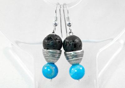 Orecchini pendenti con coni in puro argento, perle laviche e howlite blu
