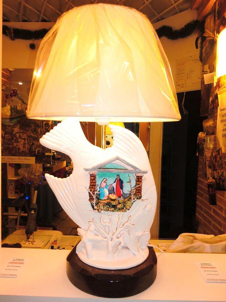 Presepe in bajour con statue da 5 cm di terracotta e luce da 220 v !!!!