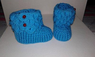 Scarpine di lana per  neonata lavorati a mano