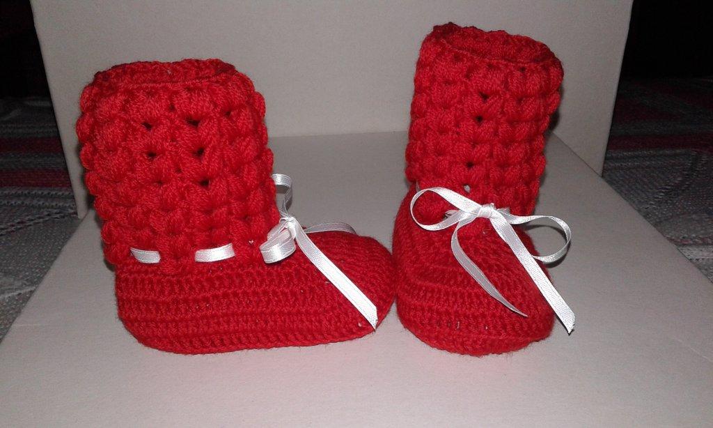 Stivaletti di lana neonato lavorati a mano