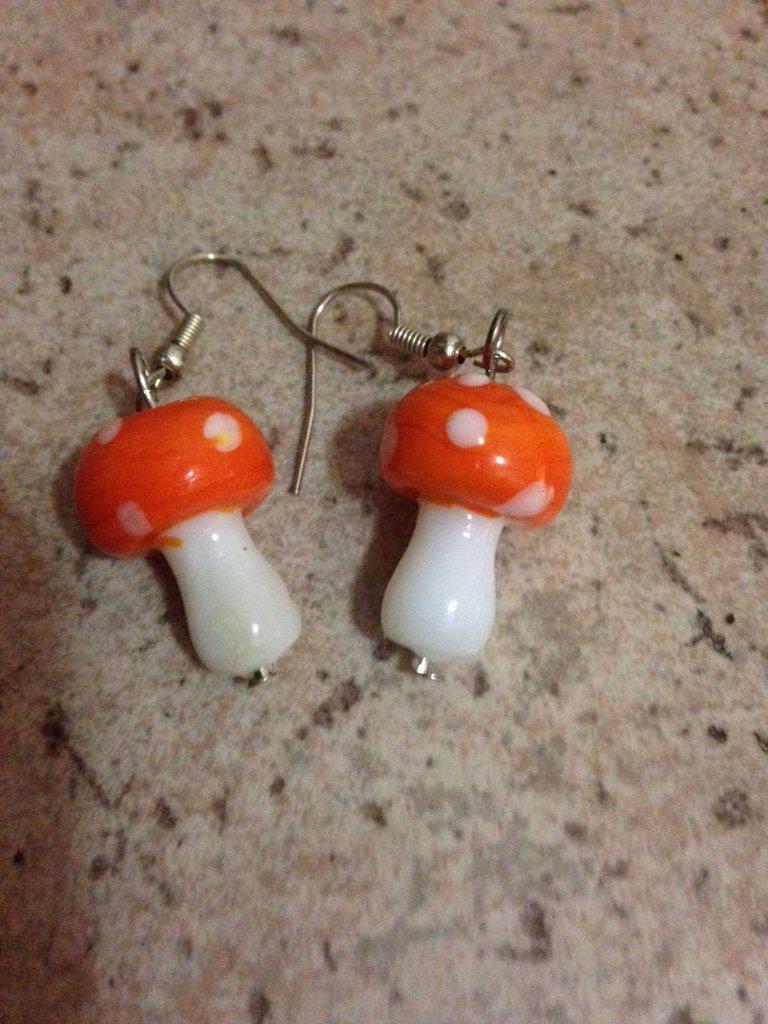orecchini in vetro resina forma funghetto arancione idea regalo donna bambina