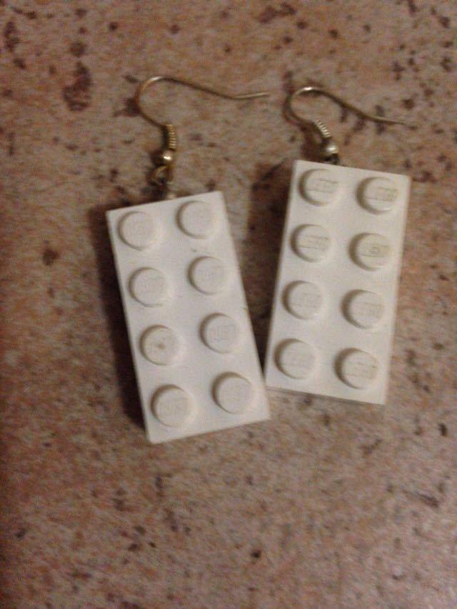 orecchini pendenti con mattoncini LEGO BIANCHI