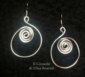 Orecchini wire alluminio argentato tondi con spirale pendenti