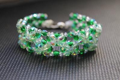 Braccialetto con cristalli verde smeraldo e cristalli verde chiaro
