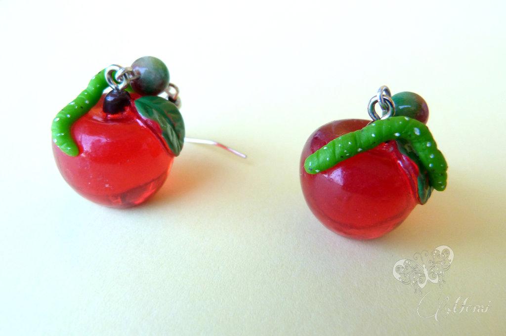 Orecchini mela con bruco - handmade -