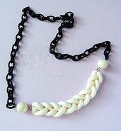 Elegante collana con treccia bianco perlato e catena in seta nera - handmade necklace -